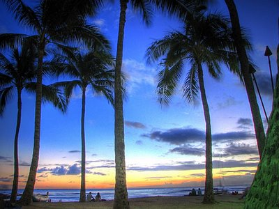 serene_sunset_waikiki_beach.jpg
